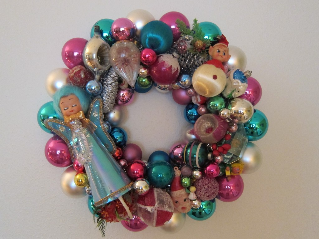 Make your very own Kitschmas Wreath! – Betty Crafter